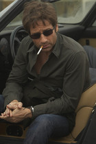 Hank Moody smoking a cigarette in Californication 'Dogtown' Season 3, Episode 10.