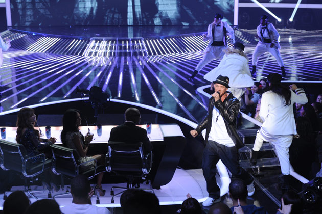 Chris Rene performs in front of the judges.