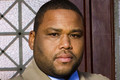 Anthony Anderson (Detective Kevin Bernard)