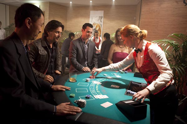 Mike playing blackjack