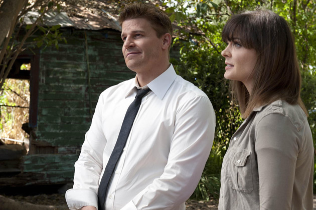 """(L-R): Special Agent Seeley Booth (David Boreanaz) and Dr. Temperance 'Bones' Brennan (Emily Deschanel) in """"The Finder""""."""