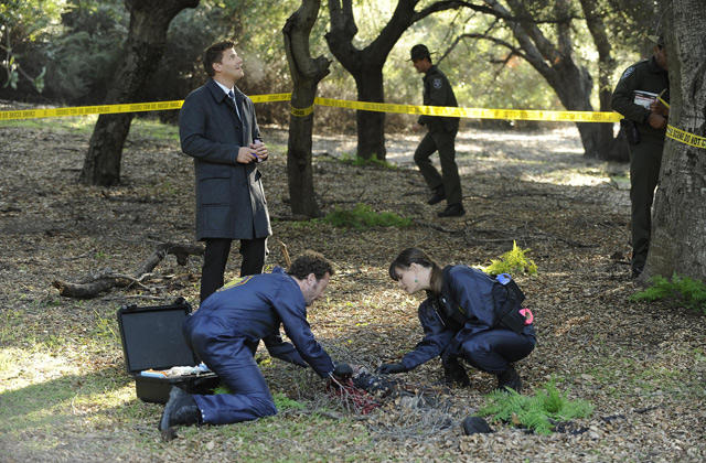 "(L-R): Special Agent Seeley Booth (David Boreanaz), Dr.. Jack Hodgins (T.J. Thyne) and Dr. Temperance 'Bones' Brennan (Emily Deschanel) in ""The Turth In The Myth""."