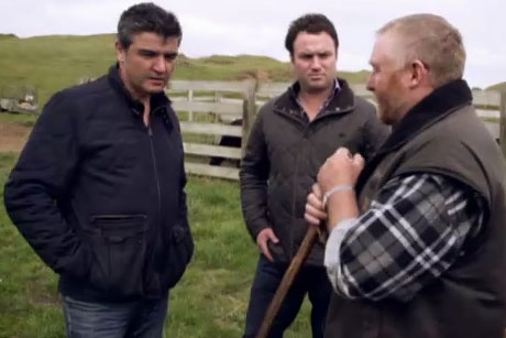 Sean heads to Dargarville where he cooks Beef Cheek and Oyster Casserole. Back at The Grill, Sean shows why he is an award-winning chef by putting on the best beef feast he can.