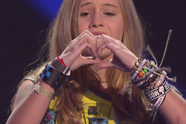 Beatrice Miller hearts the fans!