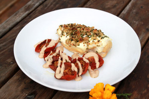 Chicken baked with Yoghurt Spice Crust with tomatoes with Kato finishing sauce