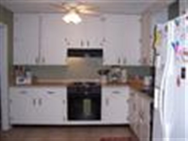 We think this is suppose to be a photo of a kitchen