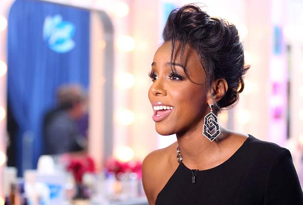 Kelly Rowland was the picture of perfection at the Top 16 performance show.