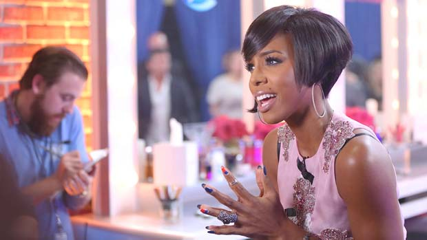 Kelly Rowland rocked an awesome hair style for the performance show.