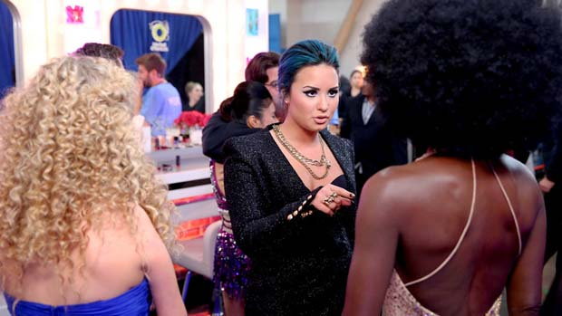 Demi had a few last minute words of advice for the acts before their big performances.