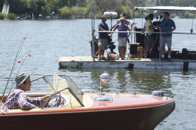 "Phil takes Jay on a very unconventional fishing trip for his birthday in ""Bringing Up Baby"" - Behind the scenes"