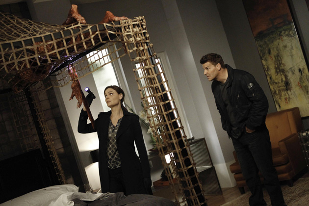 Brennan and Booth investigate remains found on top of the canopy in angela nad hodgins bedroom.