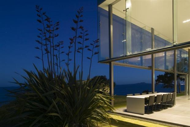 Awe-Inspiring NZ Cliff House by Fearon Hay Architects