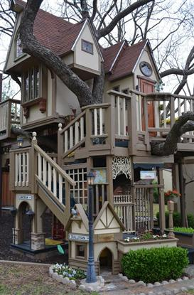Grandparents Build Incredible Tree House For Their Grandchildren