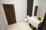 Pete and Andy's bathroom - complete with mustard coloured towels