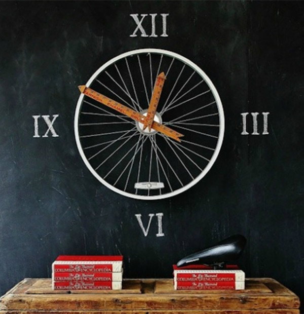 A bicycle wheel and rulers makes for an ingenious clock