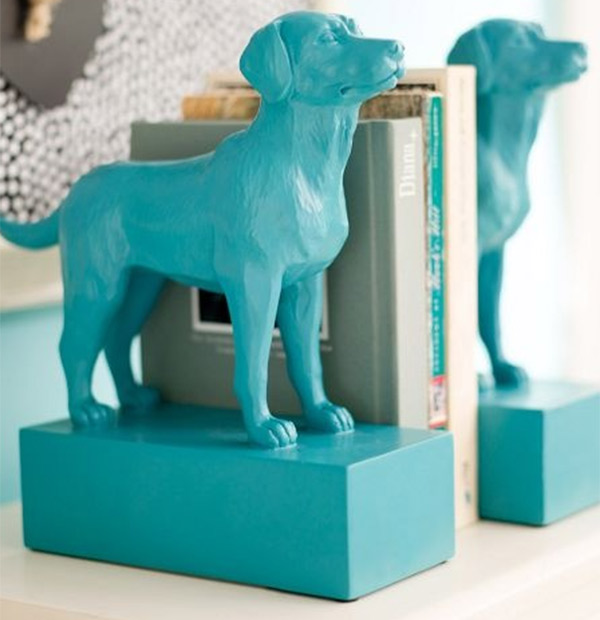 Glue your favourite pair of ornaments to blocks to make pretty bookends
