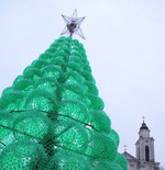 Try an upcycled Christmas tree this year by using plastic bottles