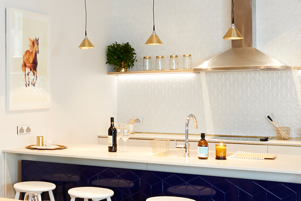 The  dark blue compliments the white kitchen benchtop