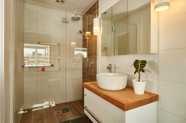 The same wood tones from the main bathroom are carried into the en-suite