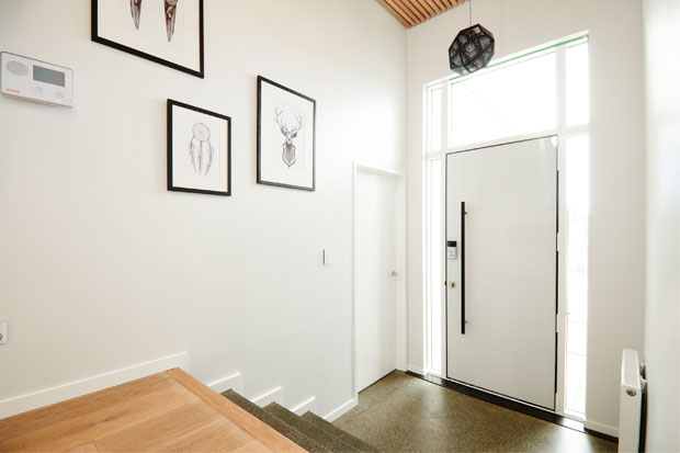 Black, white and grey combinded with he wooden floors create a very elegant athmosphere.