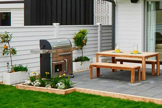 Such a gorgeous BBQ area!
