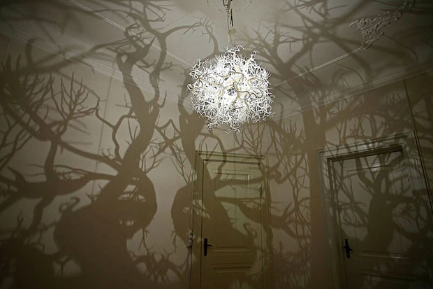 This lamp transforms rooms into mystical forests!