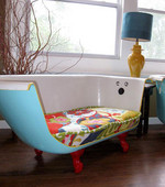 Make your friends jealous with this retro bathtub couch