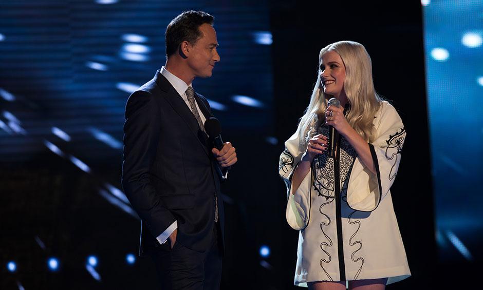 Lili deliberates with Dom